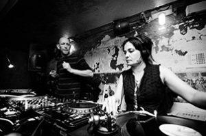 Kiki Toao Rombout HitnRunmg 300x199 - DJ Kiki Tao: debuut op straatfeest