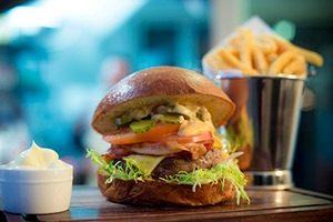 Hamburger Burger Club LRmg 300x200 - Burger Club maakt kiezen moeilijk