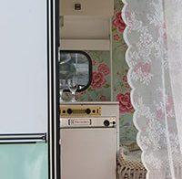 Hippe, kleurrijke caravans