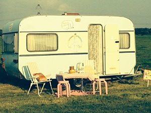 huisjeopwielen.nl 1mg 300x225 - Hippe, kleurrijke caravans