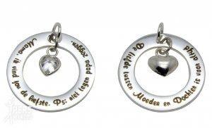 words of love zilveren hangers 300x182 - Mooie sieraden voor je mamma