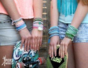 embrace by jozemiek glaskralen armbandjes 300x233 - Sieraden vol love & peace