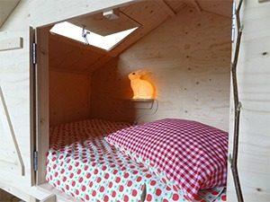 bedstee knuzi eldorado binnenkant slaapgedeeltemg 300x225 - Trendy slaap/speelhuis