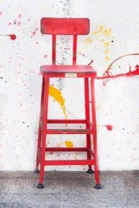kruk rood verouderdmg 200x300 - Stoere Amerikaanse fabriekskrukken