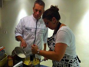 rosti mepal chef stefan helpt marcelineke 300x224 - Rosti Mepal en de emotie van samen koken