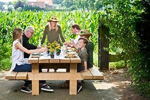 Picknicktafel Bill Zwaartafelen marcelineke 300x200 - Onverwoestbare picknicktafel