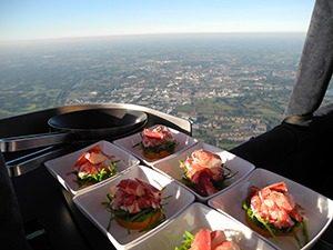 CuliAir Luchtballon Voorgerecht kreeft 300x225 - Het enige luchtballonrestaurant ter wereld is weer open!
